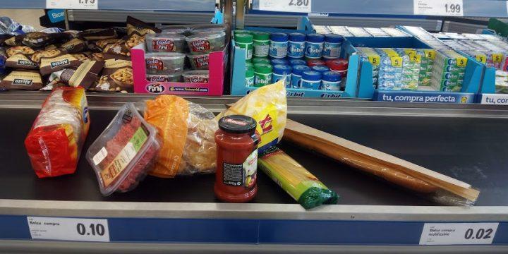 El exhibicionismo diario de la caja de los supermercados